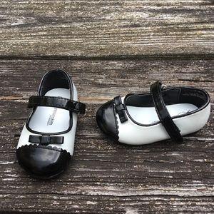 Genuine Kids Oshkosh Girls Black White Shoe Size 3